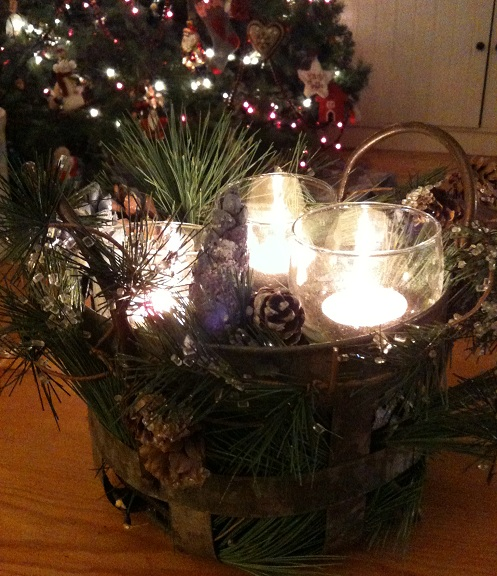 Christmas Tin Pail Decorated on Country Design Home