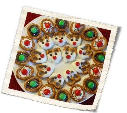 Reindeer Pretzel Cookies on Country Design Home