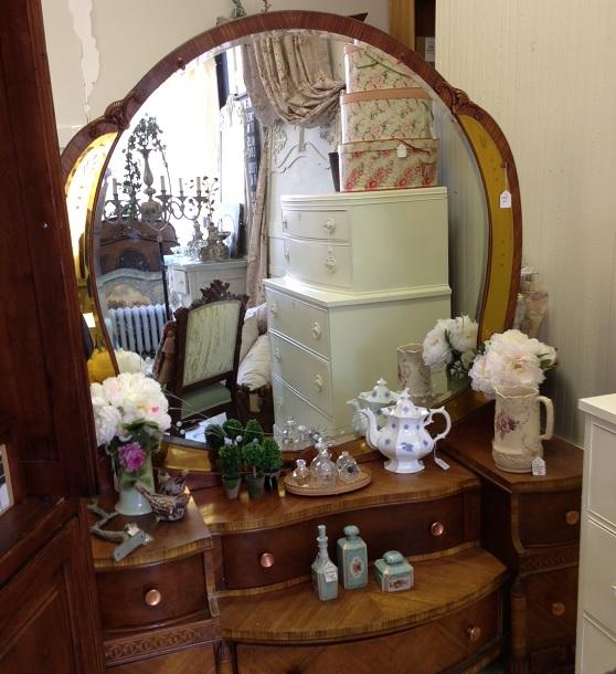 Maison Decor Vanity