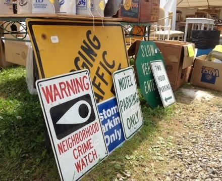 Brimfield Signs Warning