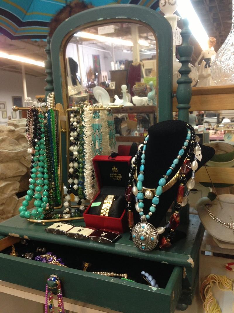 flea jewelry case
