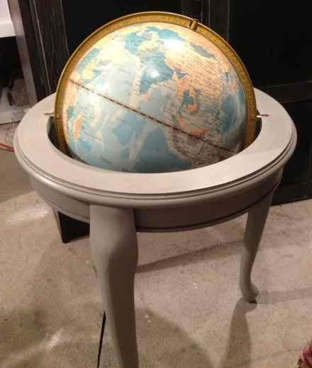 Stand Globe Painted