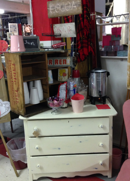 Vintage Thymes Hot Cocoa Bar