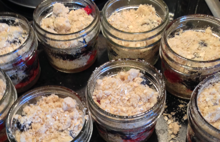 Cobbler Mason Jars with Crumb Topping