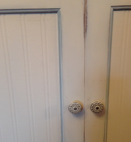 Painted knobs with chalky paint