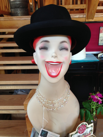 Eccentrique Happy Mannequin