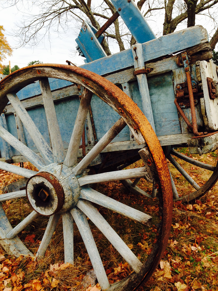 Country design home for Things to do with old wagon wheels