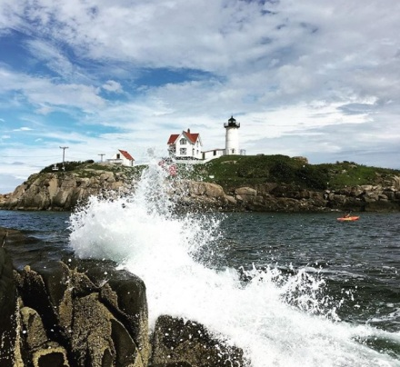 nubble light house waves